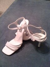 REDUCED!White sandales size 8 in DeRidder, Louisiana